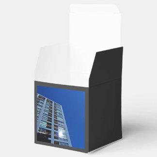 Edificio azul alto caja para regalos de fiestas
