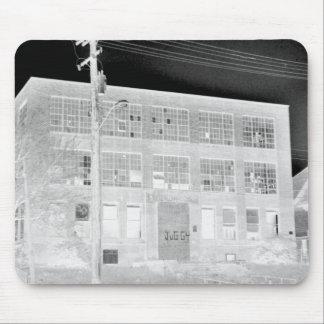 Edificio de fabricación abandonado - negativa alfombrilla de ratones