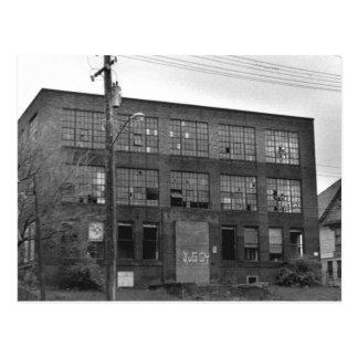 Edificio de fabricación abandonado tarjetas postales