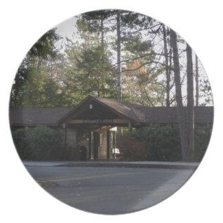 Edificio de la entrada del Gran Cañón de Pennsylva Plato De Comida