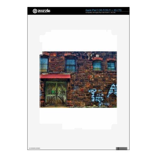 Edificio de ladrillo abandonado de la pintada Wind iPad 3 Pegatinas Skins