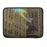 Edificio de Nueva York con las burbujas flotantes