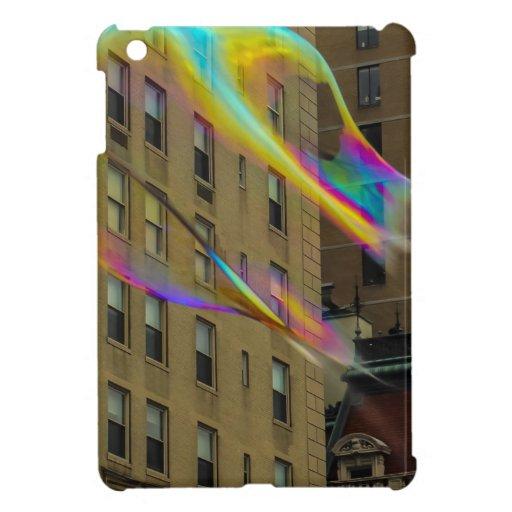 Edificio de Nueva York con las burbujas flotantes iPad Mini Funda