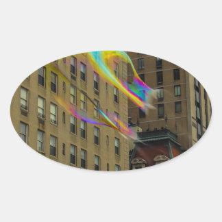 Edificio de Nueva York con las burbujas flotantes Calcomanía De Óval Personalizadas