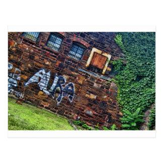Edificio de piedra abandonado del Grunge de la Tarjetas Postales
