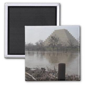 Edificio de Ziggurat Imán Cuadrado
