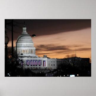 Edificio del capitolio de Estados Unidos en la osc Poster