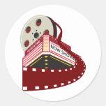 edificio del cine del teatro con el desarrollo del pegatinas redondas