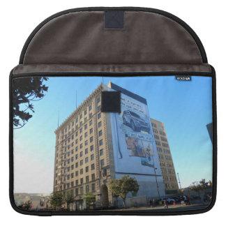 Edificio del vintage en LA céntrico Funda Para Macbooks