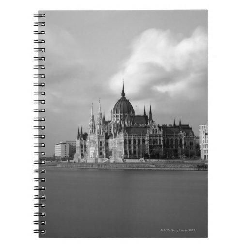 Edificio húngaro del parlamento libro de apuntes con espiral