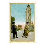 Edificio plano del hierro, tarjeta del humor del postal