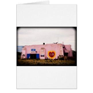 Edificio rosado del estuco del arte del sudoeste tarjeta de felicitación