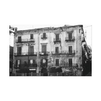 Edificio siciliano viejo impresión en lona estirada