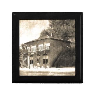 Edificio viejo del vintage de la piedra joyero cuadrado pequeño
