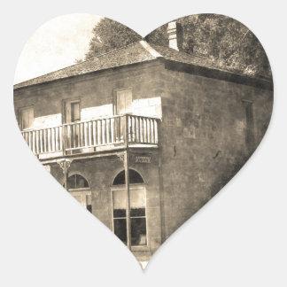 Edificio viejo del vintage de la piedra pegatina en forma de corazón