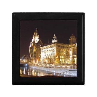 Edificio y canal, Liverpool Reino Unido del hígado Joyero Cuadrado Pequeño