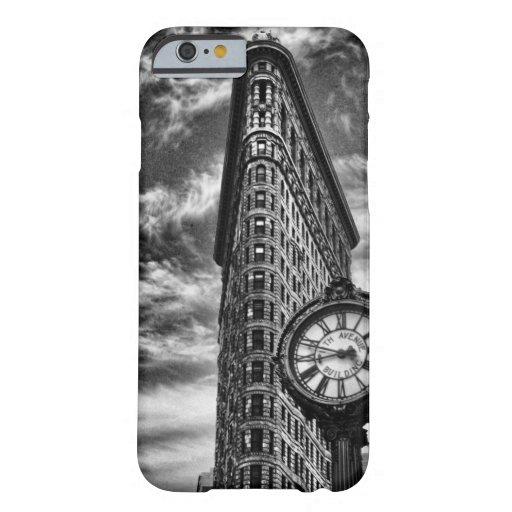 Edificio y reloj de Flatiron en 1C2 blanco y negro Funda De iPhone 6 Barely There