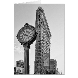 Edificio y reloj de Flatiron en 2 blancos y negros Tarjeta De Felicitación