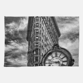 Edificio y reloj de Flatiron en blanco y negro Toallas De Cocina