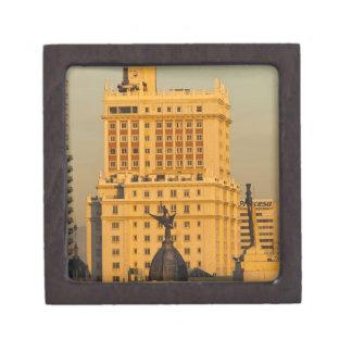 Edificios a lo largo de Gran vía y de Edificio Esp Cajas De Recuerdo De Calidad