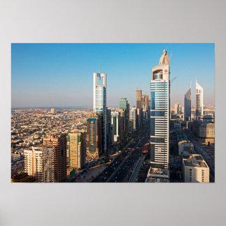 Edificios a lo largo de jeque Zayed Road, Dubai Póster