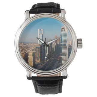 Edificios a lo largo de jeque Zayed Road, Dubai Relojes
