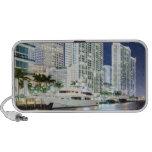 Edificios a lo largo del río Riverwalk de Miami Laptop Altavoces