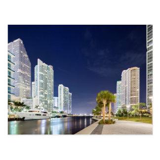 Edificios a lo largo del río Riverwalk de Miami Tarjetas Postales