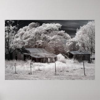 Edificios agrícolas abandonados póster