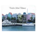 Edificios coloridos de Bahamas de la isla del para Postal