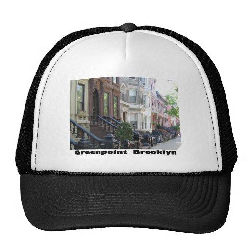 Edificios de la arenisca de color oscuro de Greenp Gorros Bordados