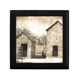 Edificios de la granja del ladrillo del vintage joyero cuadrado pequeño