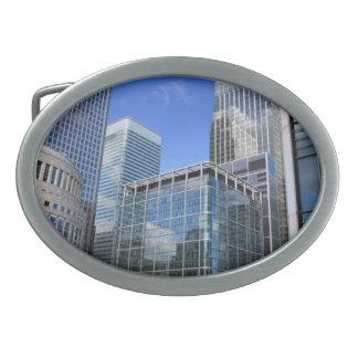 Edificios de oficinas modernos hebilla de cinturón oval
