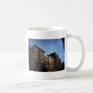 Edificios de Soho en The Sun, New York City Tazas De Café