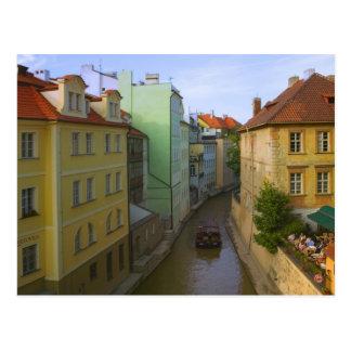 Edificios históricos con el canal, Praga, checa Postal
