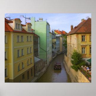 Edificios históricos con el canal, Praga, checa Póster