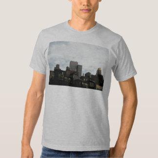edificios y cielo H H Polera