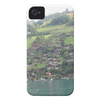 Edificios y verdor en la orilla del lago Thun iPhone 4 Case-Mate Funda