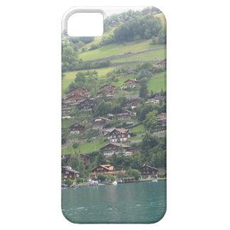 Edificios y verdor en la orilla del lago Thun iPhone 5 Carcasas