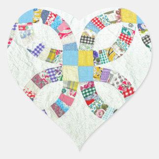 Edredón de remiendo colorido pegatina en forma de corazón