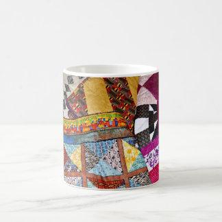 Edredones y el acolchar taza de café