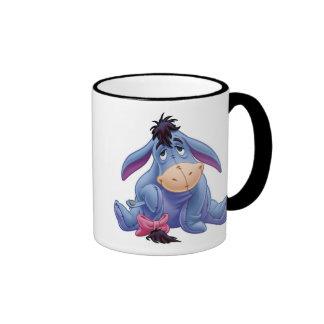 Eeyore de Winnie the Pooh que sostiene la cola Taza De Dos Colores