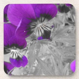 Efecto negro y púrpura del pensamiento posavasos