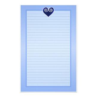 Efectos de escritorio alineados corazón azul de la papelería
