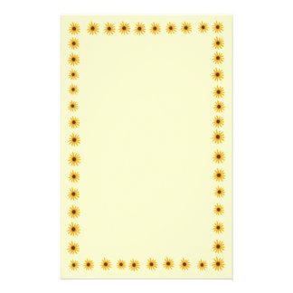 Efectos de escritorio amarillos de la frontera de papelería personalizada
