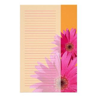 Efectos de escritorio anaranjados y rosados de la  papelería