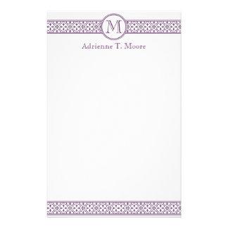 Efectos de escritorio blancos púrpuras florales de papelería