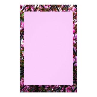 Efectos de escritorio con la foto de las flores de papeleria de diseño