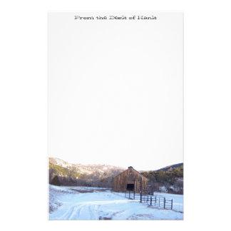 Efectos de escritorio de la nieve, del granero y  papeleria de diseño