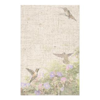 Efectos de escritorio de lino del colibrí  papeleria de diseño